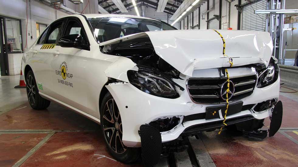 Los Peugeot 3008 y Mercedes Clase E en las pruebas de choque Euro NCAP (vídeo y fotos)