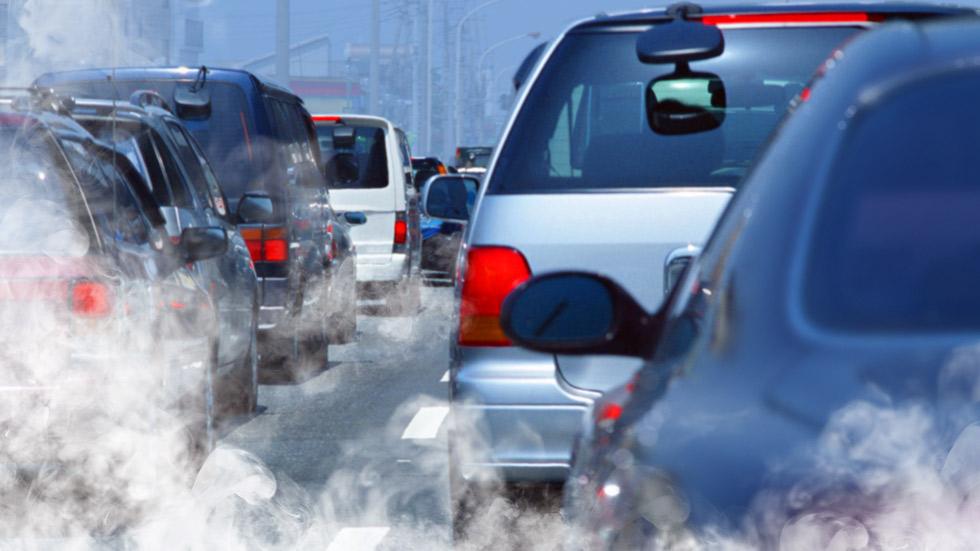 Los precios más baratos de los combustibles disparan la contaminación