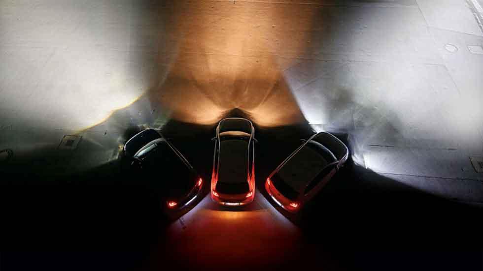 Los coches con luz de día se ven al doble de distancia