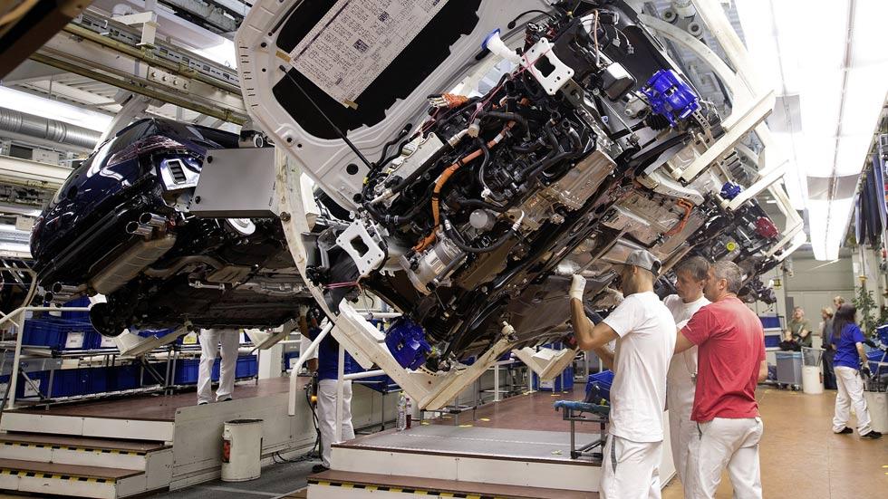 Volkswagen recortará 30.000 empleos en cinco años