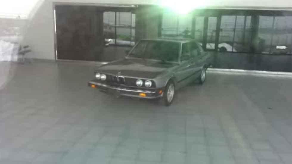 Concesionarios olvidados que acumulan polvo... y coches (vídeos)
