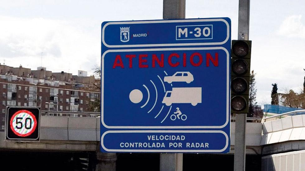 El Ayuntamiento de Madrid impone 300 multas de tráfico por hora