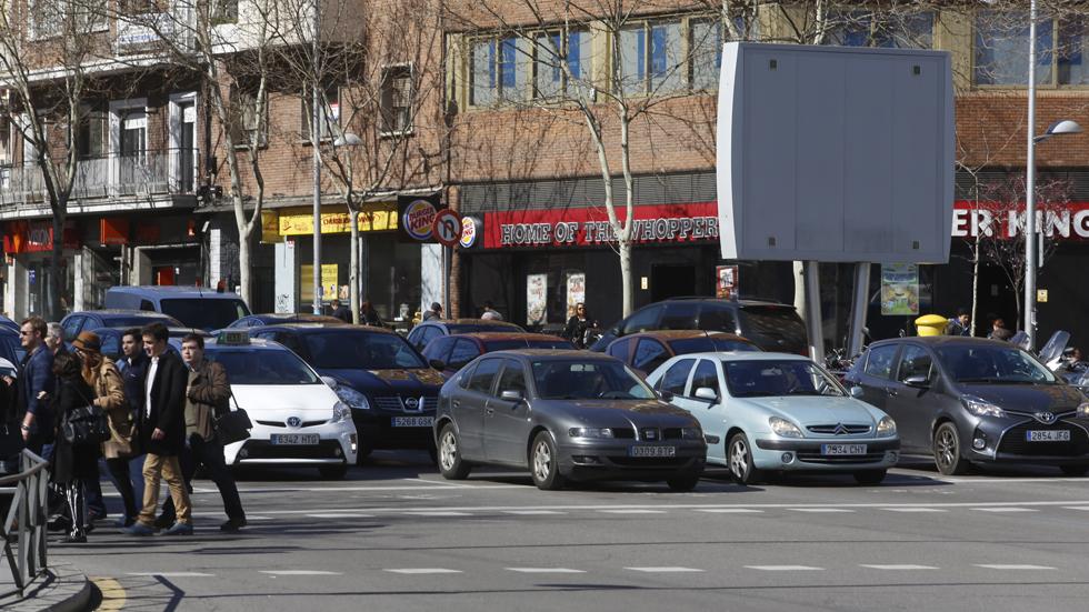Piden bajar los impuestos al coche si hay restricciones de circulación