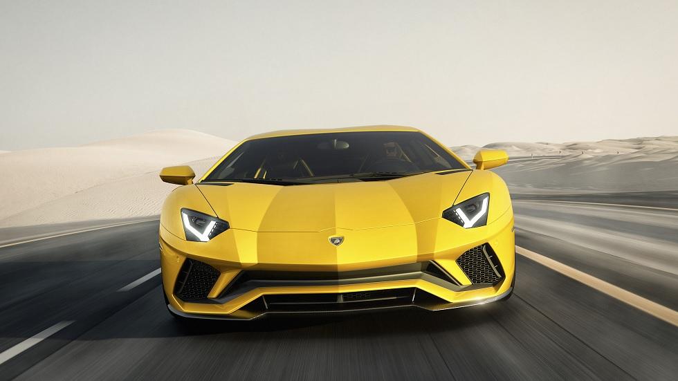 Lamborghini Aventador S, con dirección integral y aerodinámica mejorada