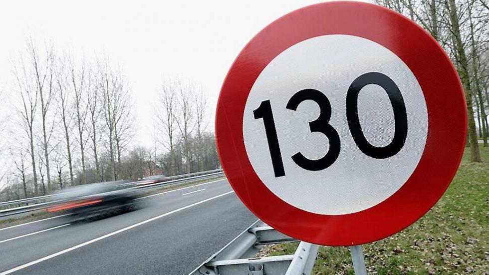 La DGT no descarta subir los límites a 130 km/h