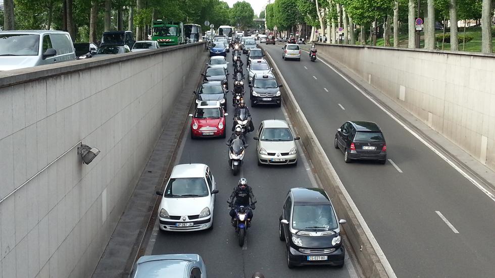 Vivir cerca de mucho tráfico aumenta el riesgo de demencia