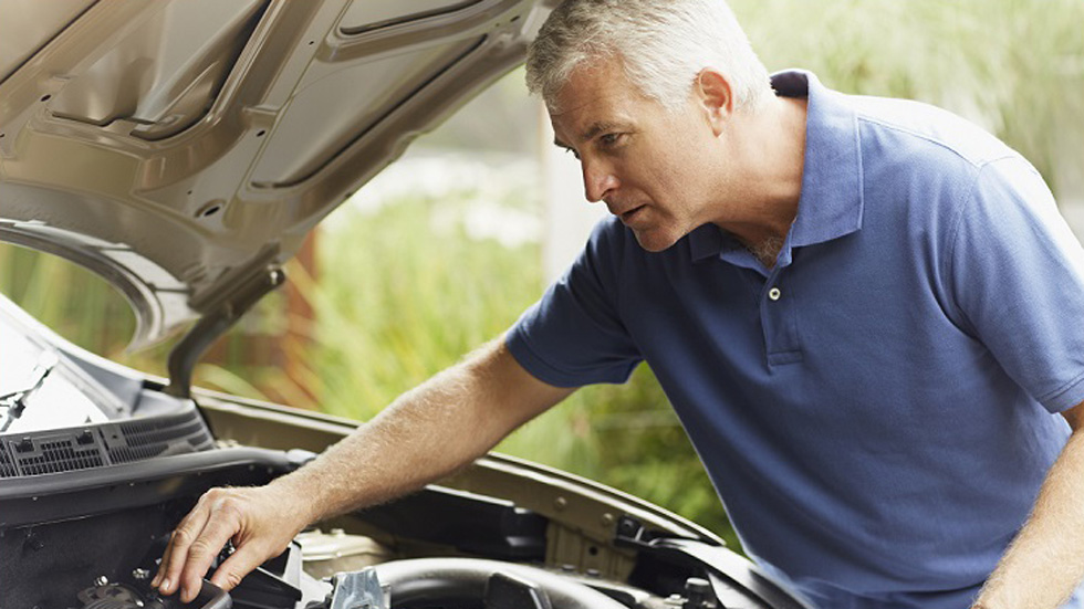 Hazlo tú: las revisiones en el coche que deberías tener en cuenta
