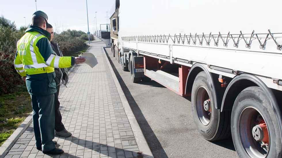 Se multiplican las multas y caen los auxilios en carretera de la Guardia Civil