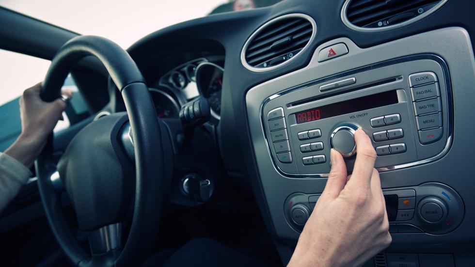 Las ambulancias cortarán la música de tu coche en emergencias