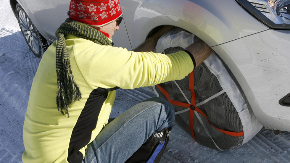 Conducir con hielo y nieve: las cadenas de tela no están autorizadas