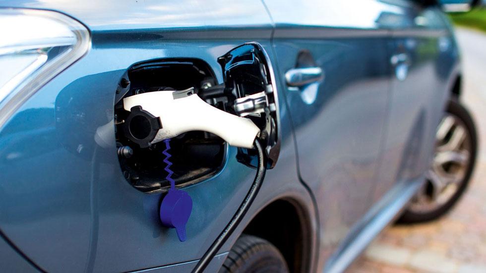 Las restricciones de tráfico multiplican el interés por los coches eléctricos e híbridos