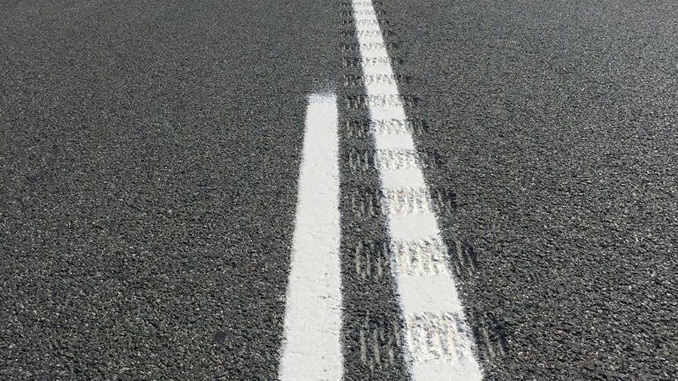 La DGT instala bandas sonoras en mitad de las carreteras