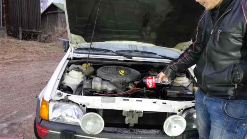 Esto es lo que pasa si sustituyes el aceite del motor por Coca-Cola (Vídeo)