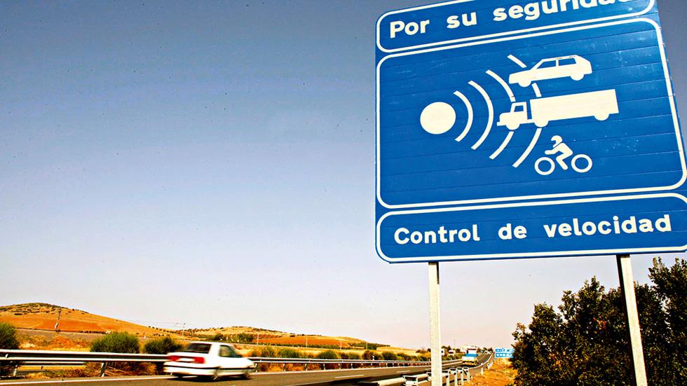 Las multas de velocidad de la DGT incumplen normas europeas: ¡anulada la primera!
