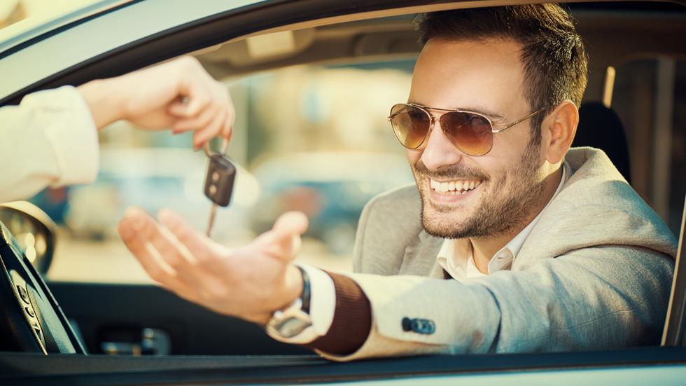 ¿Dónde es más caro y más barato alquilar un coche?