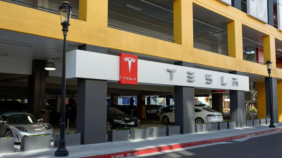 """Tesla """"todo incluido"""": seguro de vida para el propietario y para el coche"""