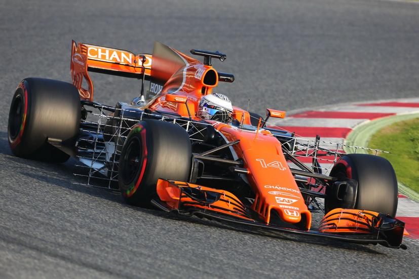 Un primer día con problemas para Alonso