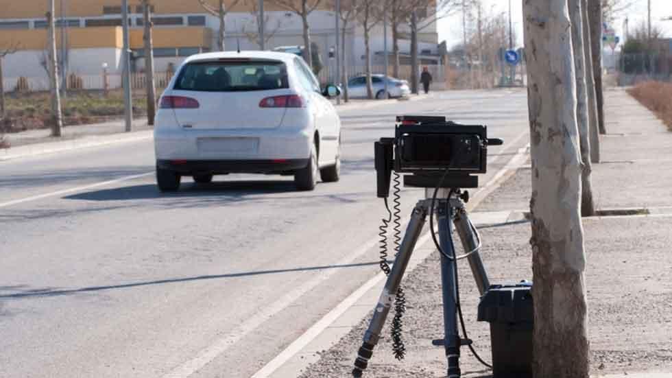 Multa de más de 600 € por fotografiar a policías instalando un radar