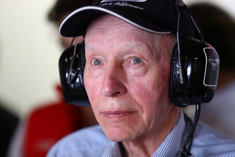 Fallece John Surtees: único piloto ex campeón del mundo de F1 y de motociclismo