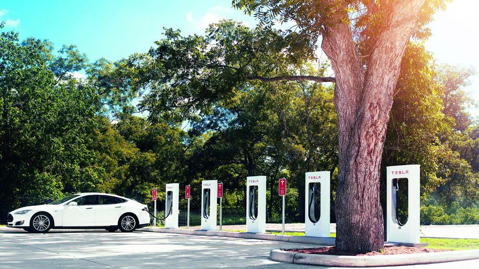 Tesla y su sistema de conducción autónoma, bajo sospecha