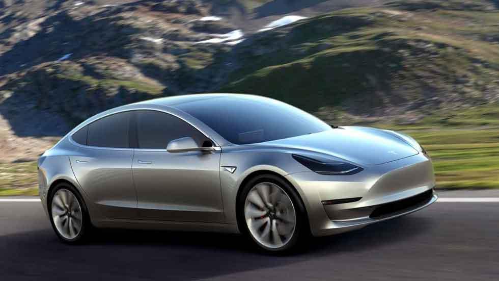 Elon Musk se llama a sí mismo 'idiota' por denominar Model 3 a su nuevo Tesla (vídeo y fotos)
