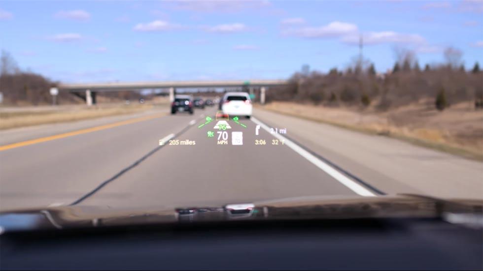 Cómo no tiene que ser el sistema Head-Up Display en un coche (vídeo)