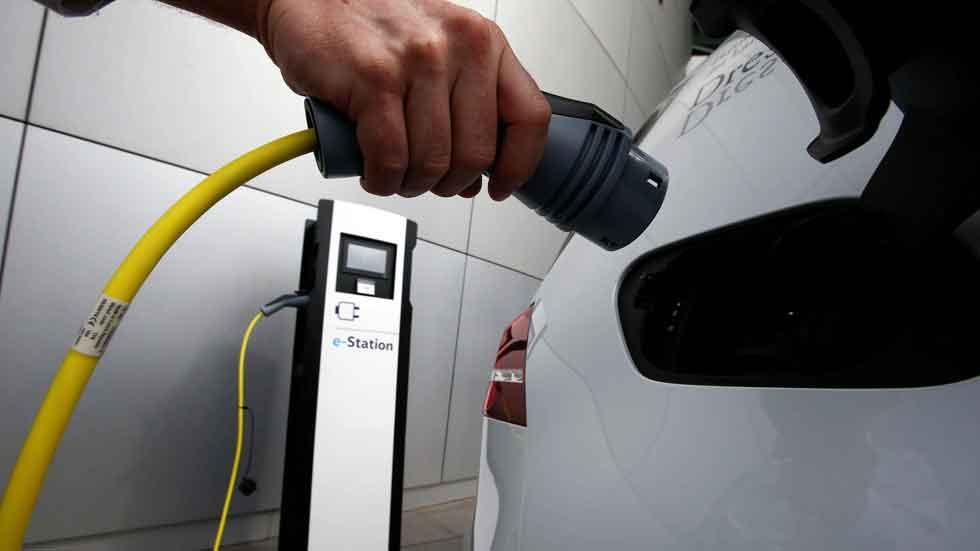 Article-espanoles-mas-dispuestos-ue-comprar-coche-electrico-58e3863d4f816