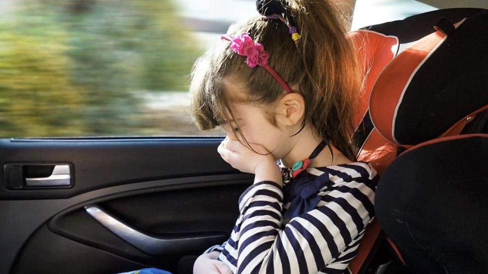 Cómo evitar el mareo en viajes en coche