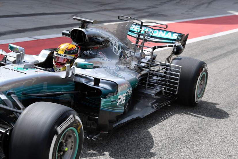 Test de F1 en Baréin: Lewis Hamilton el más rápido del primer día