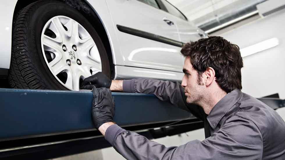 El coste medio para reparar un coche en España es…