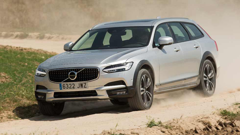 Volvo V90 Cross Country D4 AWD: consumo real y primeras impresiones