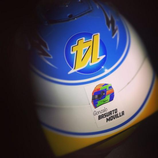Alonso rinde homenaje en su casco al niño fallecido en karting