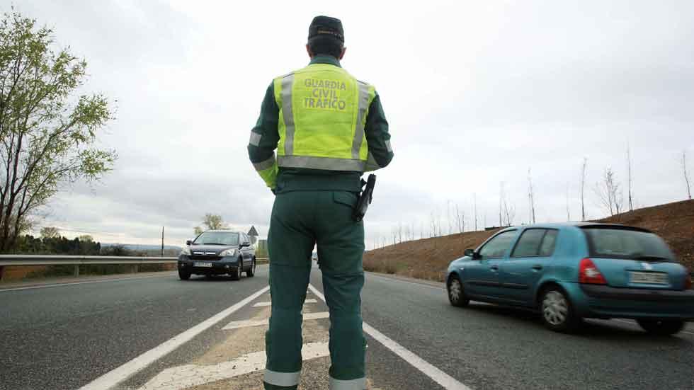 Suspendido un año un Guardia Civil por atribuir multas a un fallecido