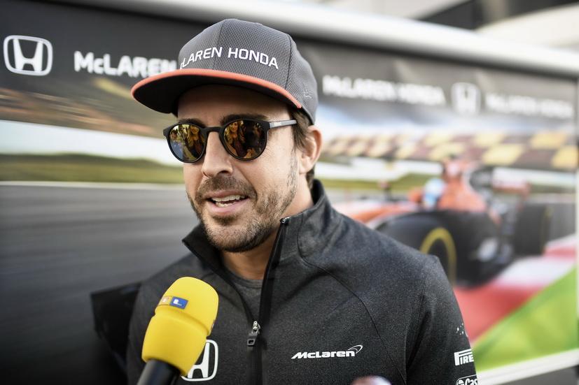 Alonso se sube por primera vez a un Indy car