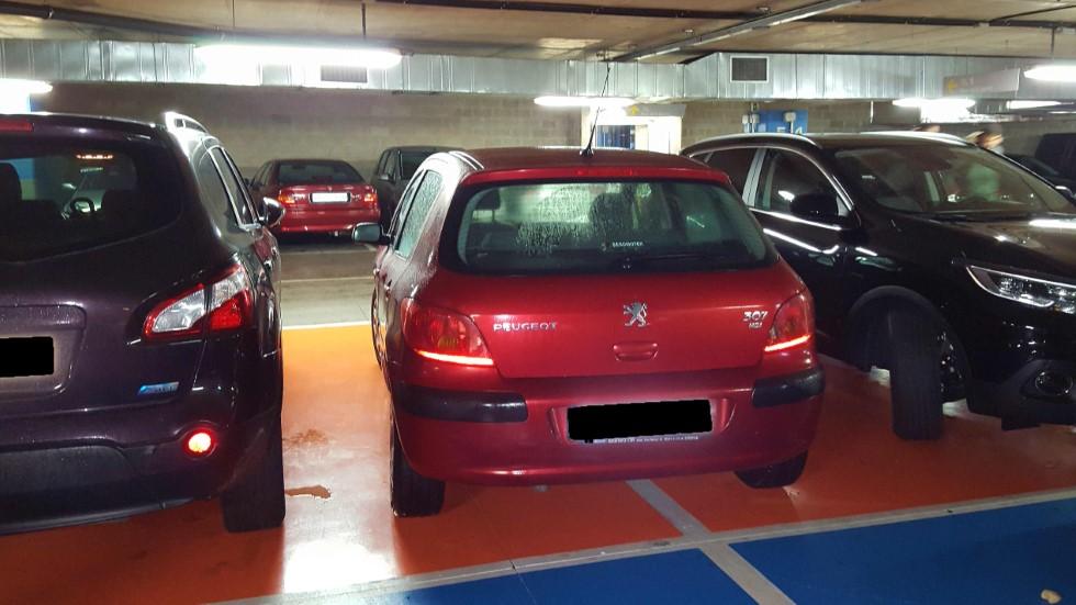 ¿Te vengarías así de coches mal aparcados? Atento al vídeo