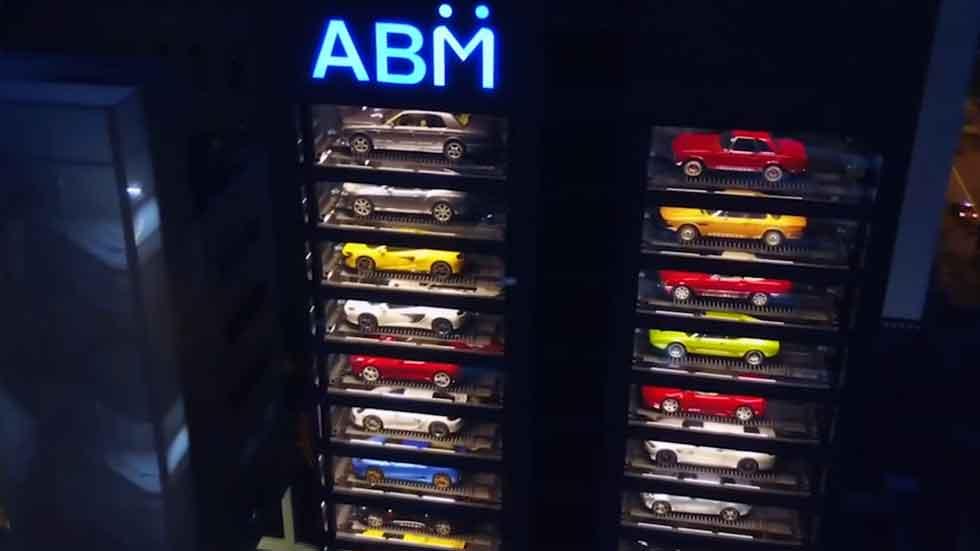 La máquina de vending más grande del mundo es de... coches (vídeo)