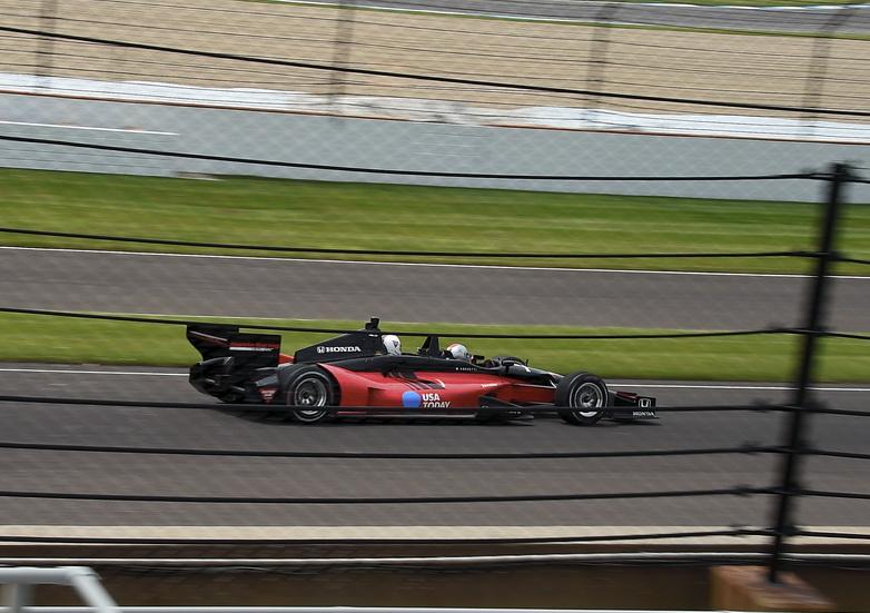 500 Millas de Indianápolis: Mario Andretti rodó con el biplaza