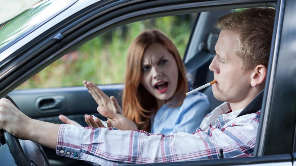 ¿Estás a favor de prohibir fumar en el coche?
