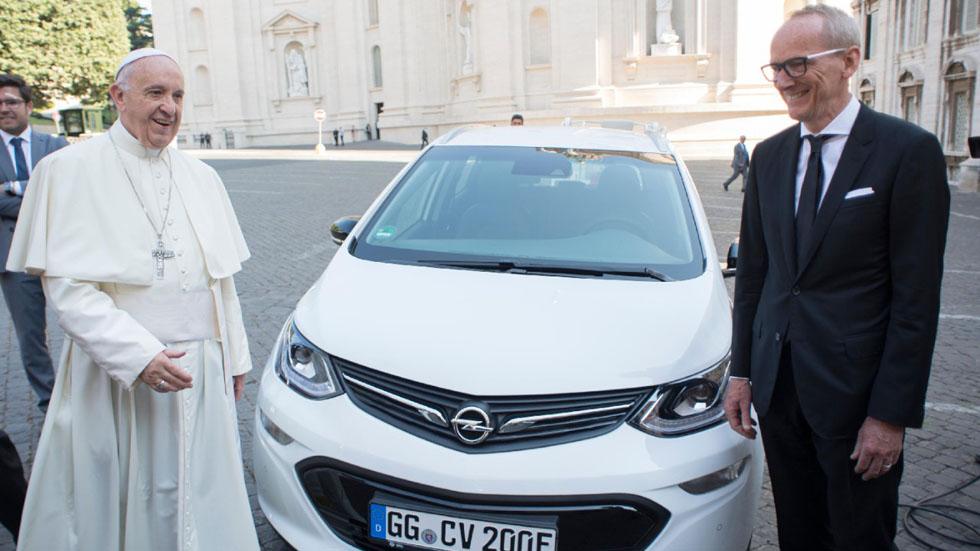 El último Papamóvil es un coche eléctrico