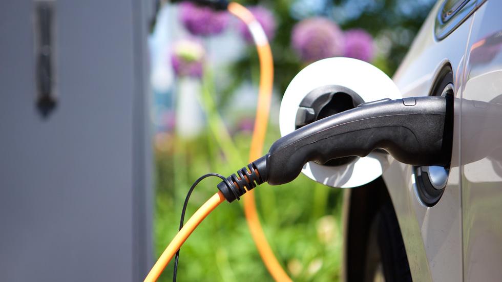 ¿La revolución del coche eléctrico? Inventan un sistema de carga instantánea