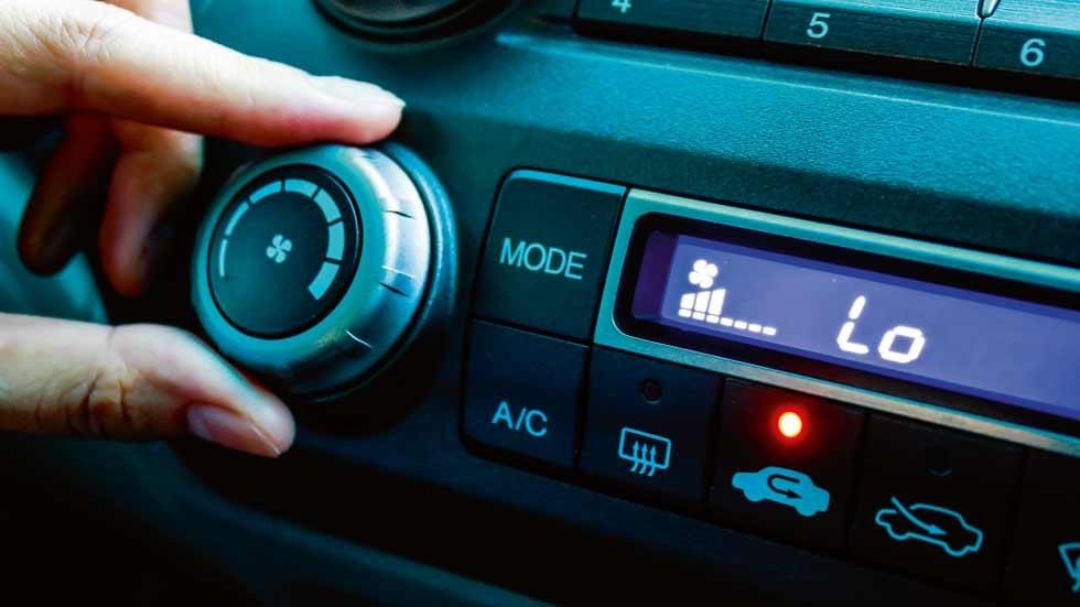 ¿Cuánto cuesta recargar el aire acondicionado del coche?