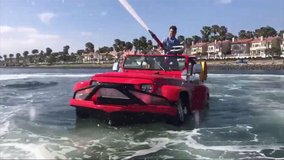 Para combatir el calor: ¡increíble coche anfibio! (vídeo)