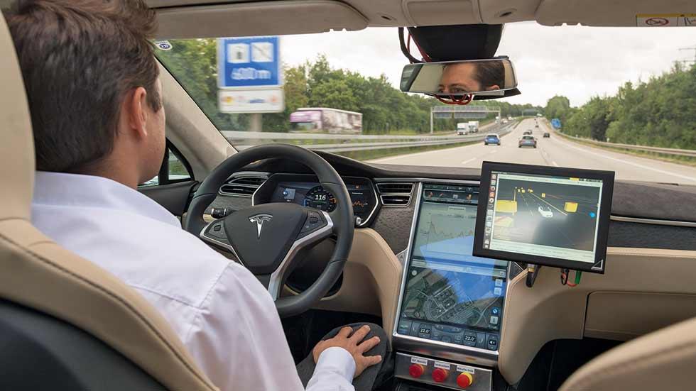 Tesla mejora su sistema de conducción autónoma AutoPilot