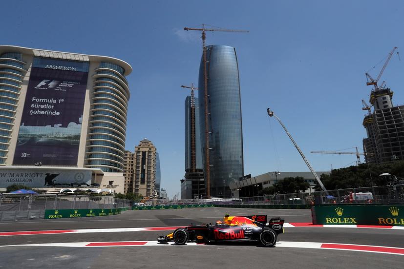 GP de Azerbaiyán de F1: Verstappen marca el mejor tiempo y se accidenta