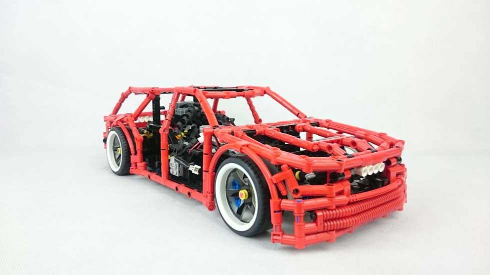 El coche de Lego que hace drifting con función de freno de mano (vídeo)