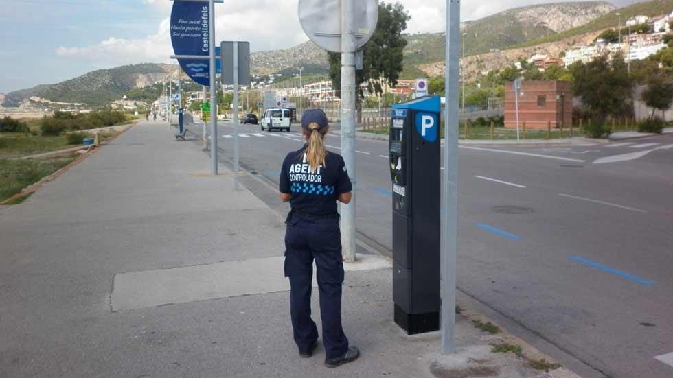 Los vigilantes de parquímetros ya son agentes de la autoridad
