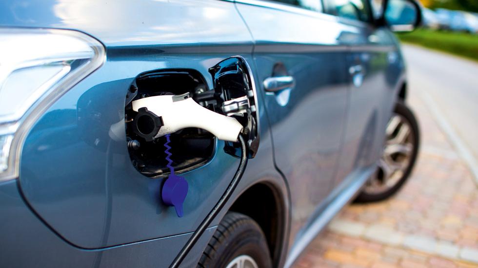 Los coches híbridos y eléctricos más vendidos entre enero y junio de 2017