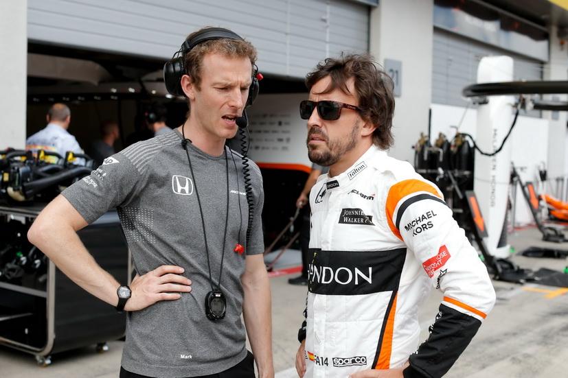GP de Austria de F1: Alonso abandona empujado por Kvyat