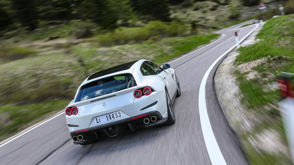 ¡El que faltaba! Ferrari podría lanzar su primer SUV