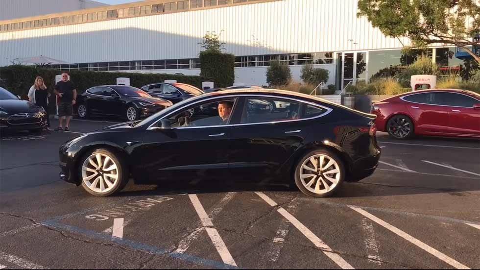 El nuevo Tesla Model 3, ¡por primera vez en vídeo!